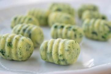 Gnocchis verts farcis au pesto